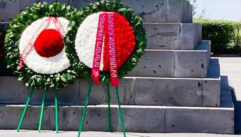 Ռոբերտ Քոչարյանի անունից ծաղկեպսակ է տեղադրվել Սարդարապատի հուշահամալիրում
