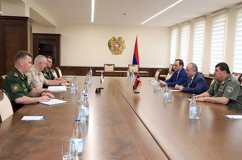 Արշակ Կարապետյանը և Ռուստամ Մուրադովը քննարկել են իրադրությունը հայ-ադրբեջանական սահմանին