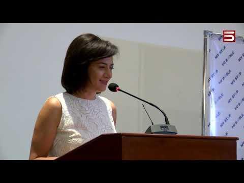 Աննա Հակոբյանը 54 ուսանողի կրթաթոշակ է հանձնել